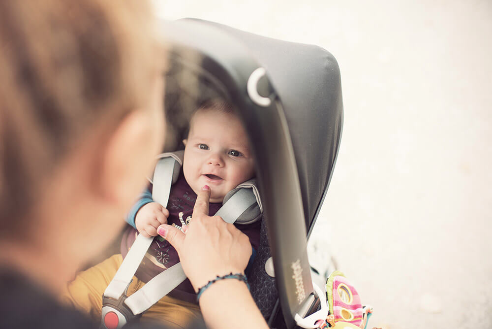 Portrait bébé dans la poussette