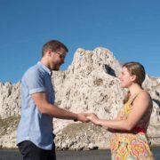 Portrait couple devant l'île Maire au Goudes.
