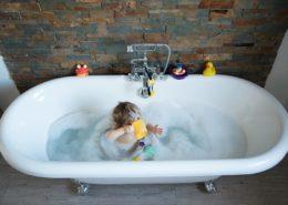 Séance photo originale dans le bain