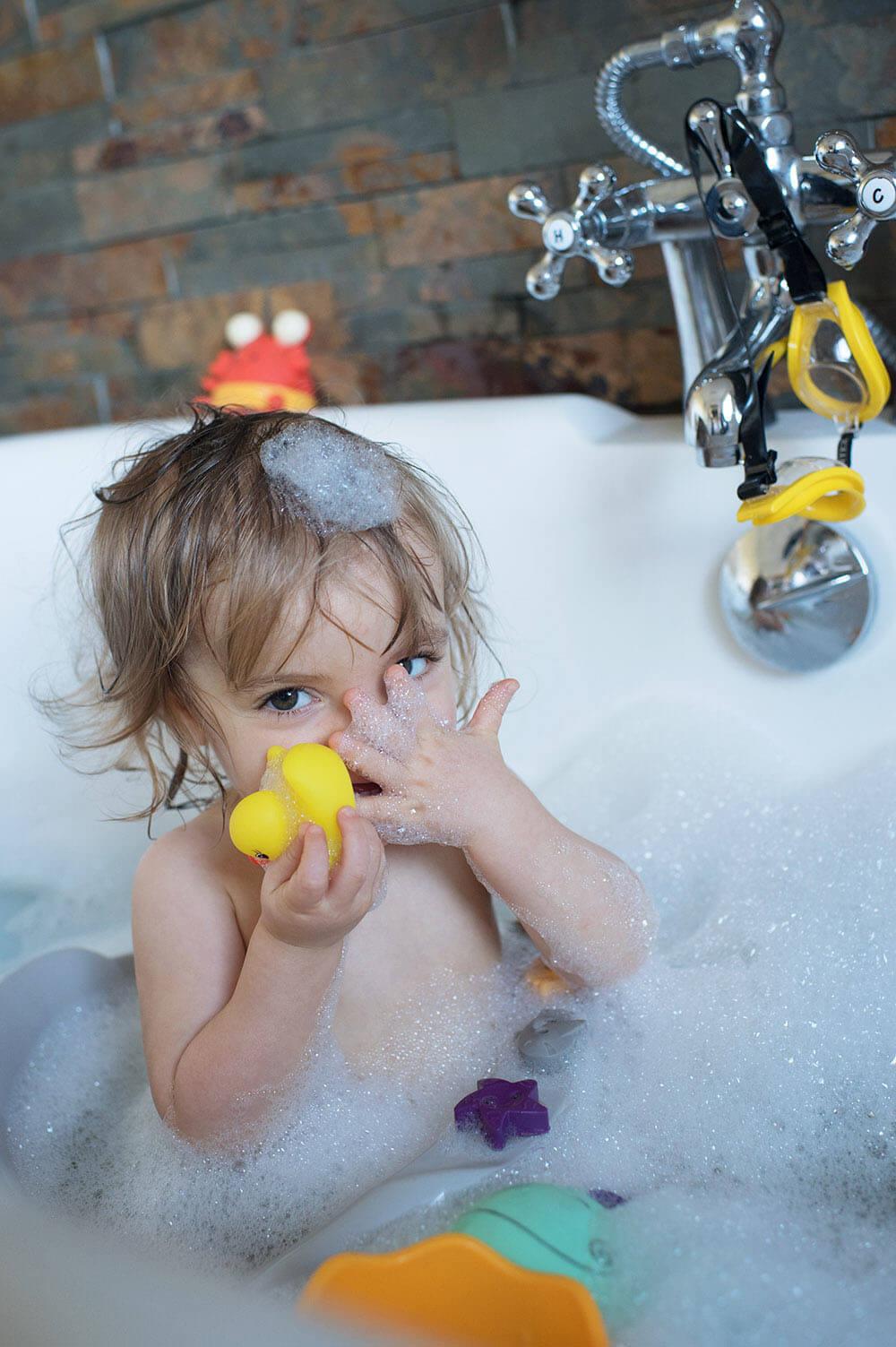 Portrait d'une puce dans son bain.