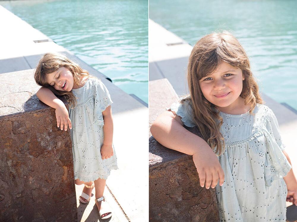 Jeune fille avec une jolie robe verte au MuCem.
