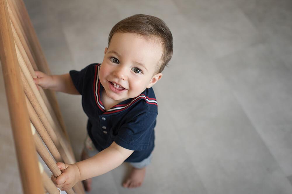 Portrait enfant 1 an avec ses jolies quenottes.
