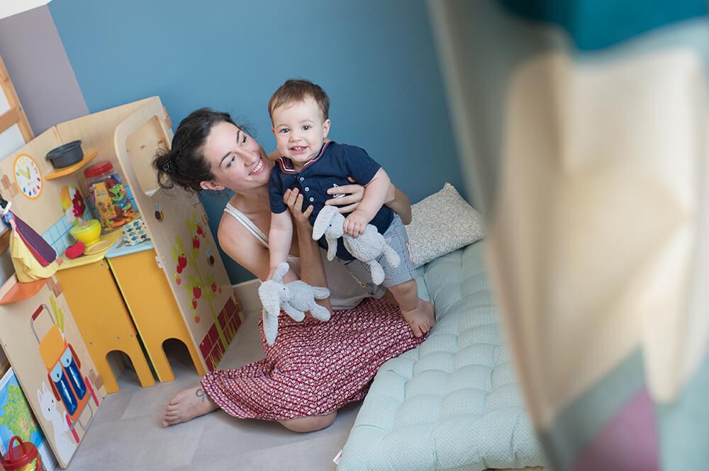 Photo colorée dans la chambre de l'enfant