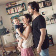 Portrait famille dans le salon