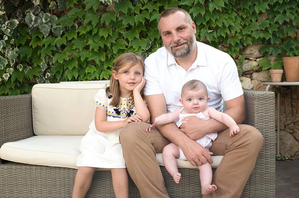 Papa avec ses filles.