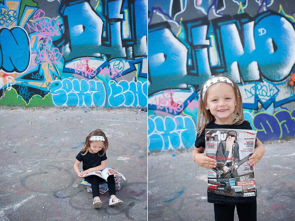 Petite rockeuse entrain de poser avec son magazine musique.