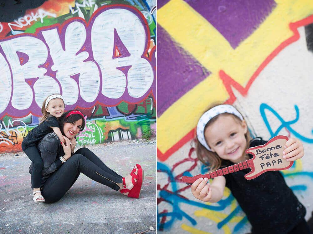 Portrait de maman et sa fille devant des graffitis pour la fêtes des pères.