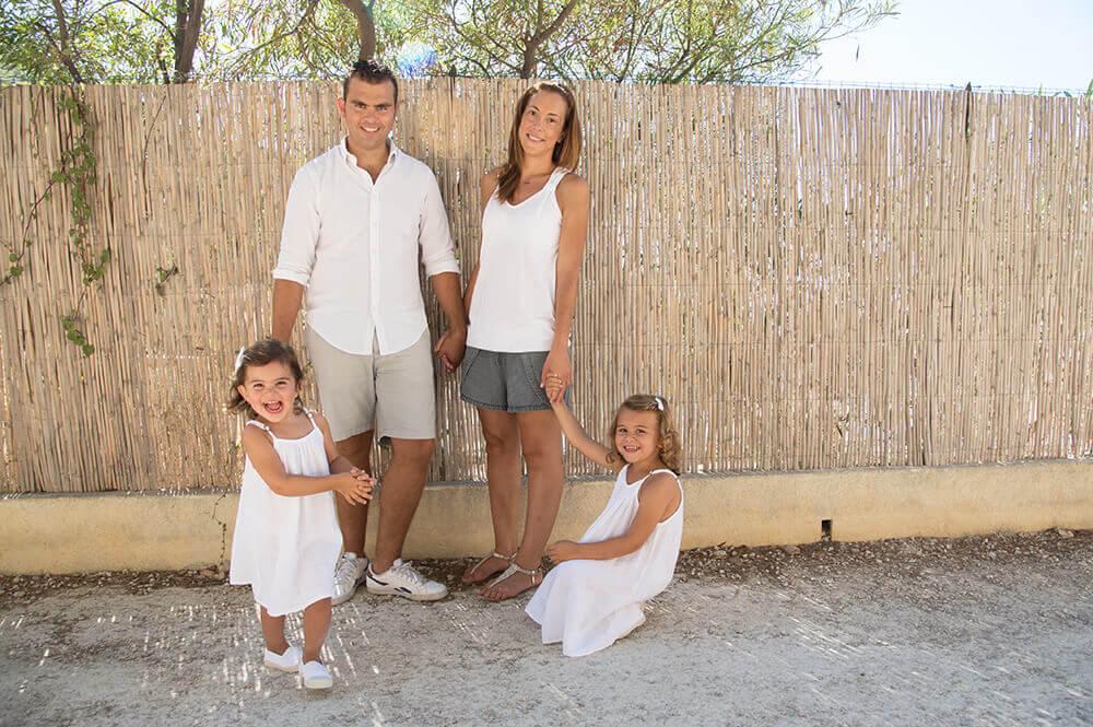 Séance photo famille à la calanque de Sormiou