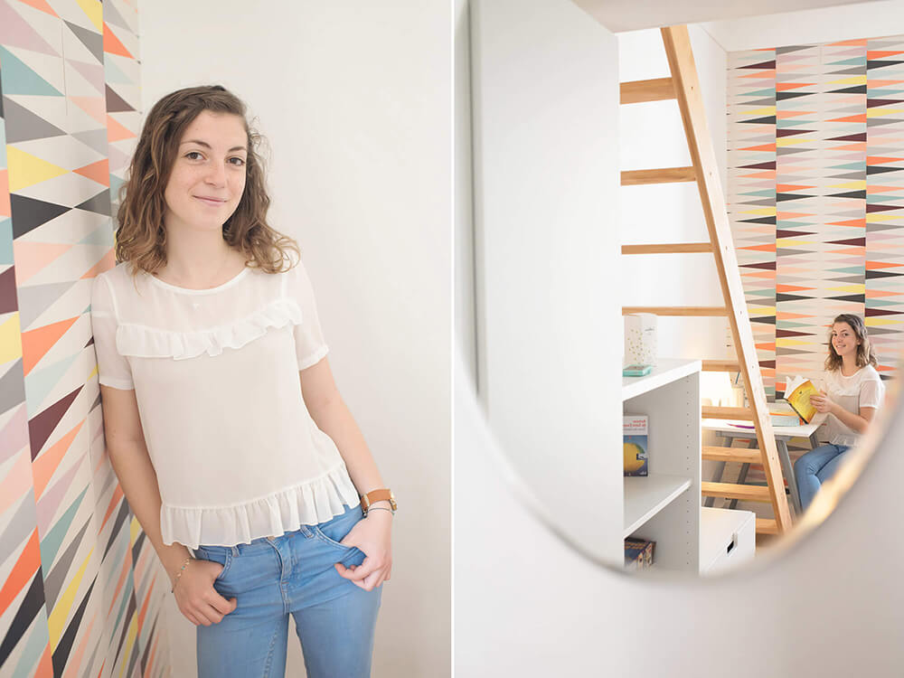 Portrait d'une adolescente dans sa chambre.