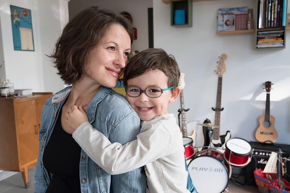Portrait d'enfant avec sa maman.