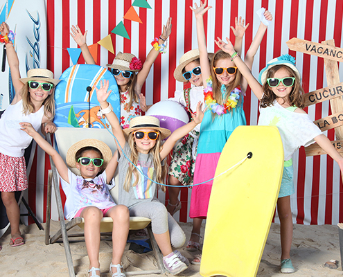 C'est la fête à l'école. Photo de kermesse. portrait de fin d'année. Photographe scolaire sur Marseille. MONDOLONI Frédérique.