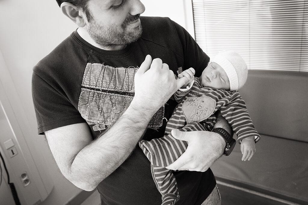 Reportage photo en noir et blanc à la maternité Saint-Joseph