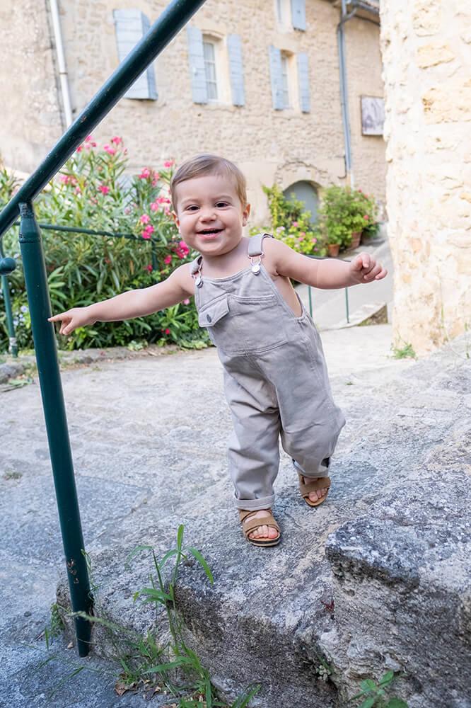Portrait d'un petit bonhomme de 1 an.