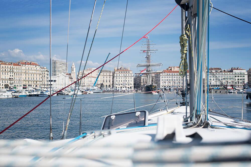 Photo prise sur le voilier au milieu du Vieux-Port.