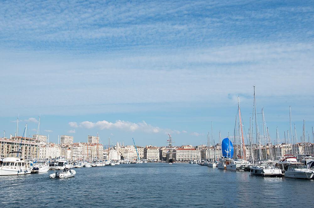 Entrée sur sur le Vieux-Port de Marseille.