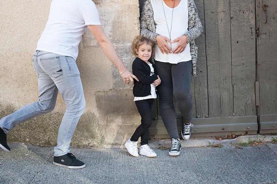 Portrait décalé d'une famille se promenant à Lourmarin.