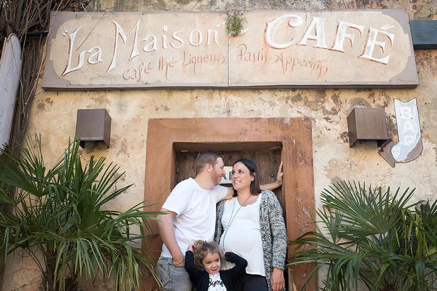 En famille à la maison du Café à Lourmarin.