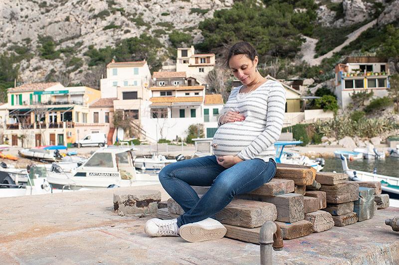 Séance photo grossesse dans la calanque de Morgiou