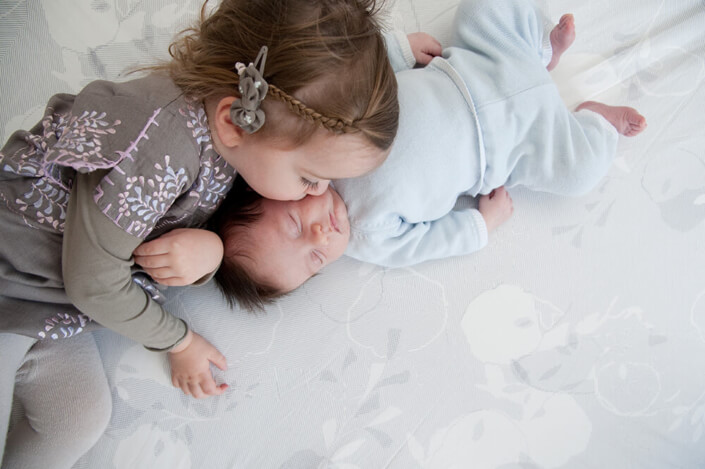Portfolio bébé naissance Marseille. Devenir grande sœur.