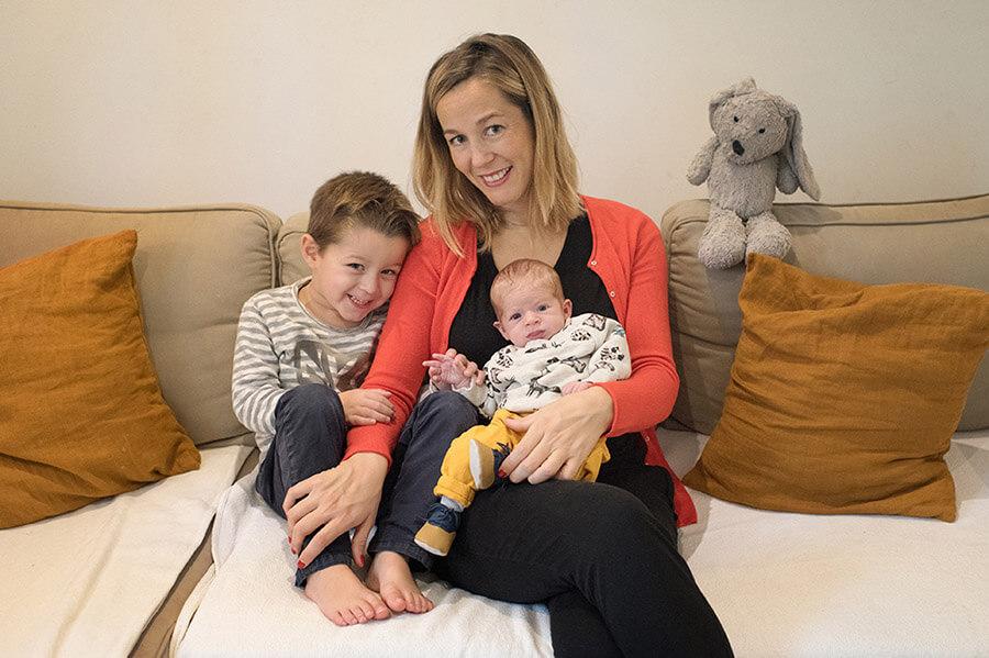 Portrait d'une maman et de ses deux fils.