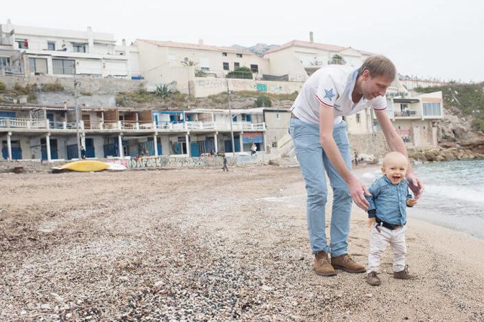 Portfolio enfant Marseille. Photo prise à la plage de la Verrerie à Marseille.