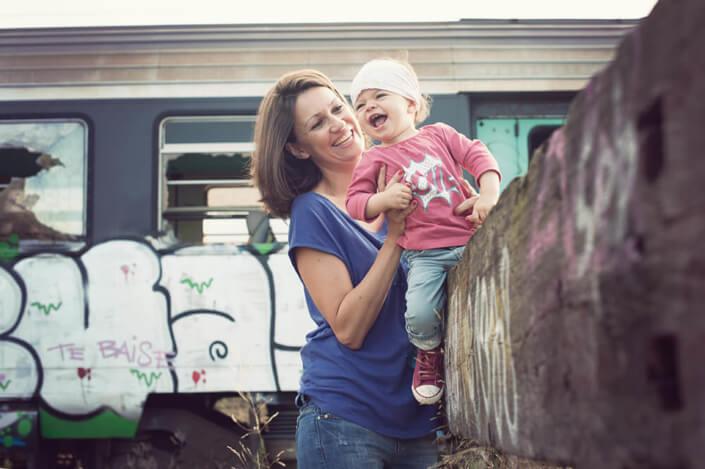 Shooting photo en famille dans une gare désaffectée.