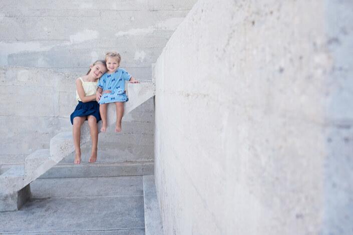 Portfolio enfant Marseille. Portraits enfants au Corbusier.
