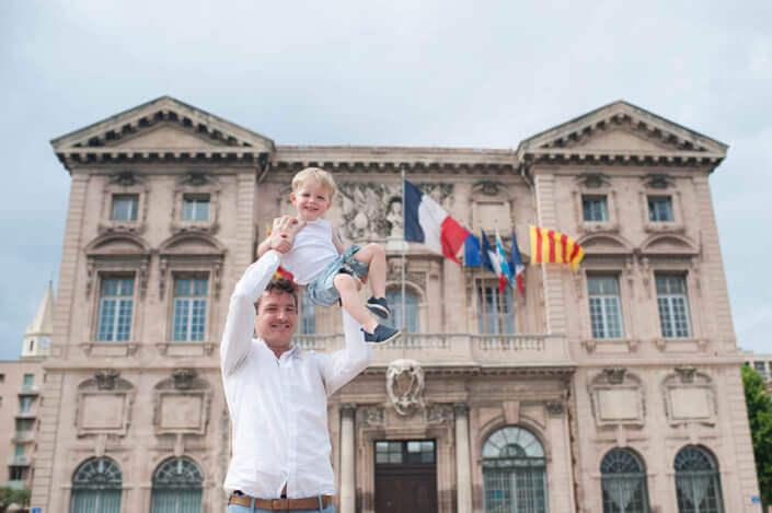 Portfolio enfant Marseille. Plus haut que la Mairie de Marseille.