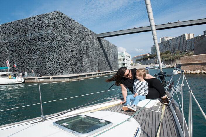 Portfolio enfant Marseille. Série de portrait à bord du voilier familiale.